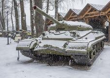 El tanque pesado soviético T-10 con el ATGM foto de archivo