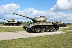 El tanque soviético T-34 en el campo de Prokhorovka después de la batalla del tanque de K Fotografía de archivo libre de regalías