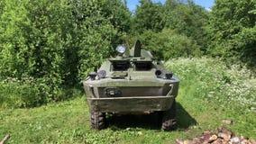 El tanque sucio en bosque almacen de video