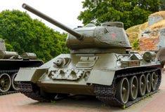 El tanque T-34-85 en la fortaleza de Brest Imágenes de archivo libres de regalías