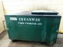 El tanque verde de aceite de cocina usado que se dará vuelta al biodiesel Fotos de archivo