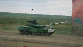 El tanque verde gira el camino metrajes