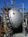 El tanque viejo y escala oxidada Fotografía de archivo libre de regalías