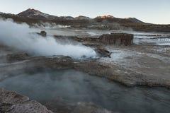 El Tatio喷泉,南半球的最大的喷泉接近圣佩德罗火山de阿塔卡马,卡拉马,安托法加斯塔高原的  免版税图库摄影