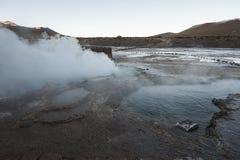 El Tatio喷泉,南半球的最大的喷泉接近圣佩德罗火山de阿塔卡马,卡拉马,安托法加斯塔高原的  库存图片