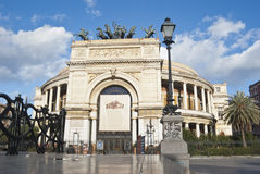 El teatro de Politeama Garibaldi en Palermo fotografía de archivo libre de regalías
