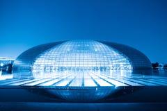 El teatro magnífico nacional en la noche en Pekín Fotos de archivo