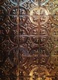 El techo de cobre grabado en relieve añade elegancia Fotografía de archivo