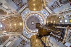 El techo del santo Peter Basilica en el Vaticano, Roma, granangular Fotografía de archivo
