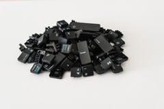 El teclado abotona todos como pila y en fondo neutral fotografía de archivo