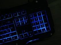El teclado del juego brilla con llaves multicoloras imagen de archivo libre de regalías