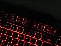 El teclado del juego brilla con llaves multicoloras fotografía de archivo