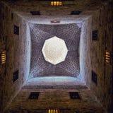 El tejado de la mezquita en la ciudadela de Qaitbay foto de archivo