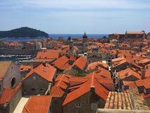 El tejado del ladrillo en Croacia hermoso fotos de archivo