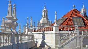 El tejado del sao Vicente de Fora Church con las secciones adornado adornadas en el estilo barroco, Lisboa, Portugal Fotografía de archivo