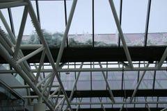 El tejado en el aeropuerto tiene cierto residualsnow a partir de la mañana foto de archivo