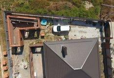 El tejado marrón de la nueva casa Construcción casera foto de archivo libre de regalías