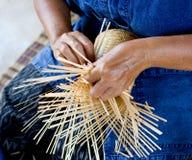El tejer de bambú Imagen de archivo libre de regalías