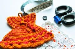 El tejer a mano, needlecraft, aguja e hilo Imagen de archivo