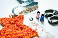 El tejer a mano, needlecraft, aguja e hilo Fotografía de archivo libre de regalías