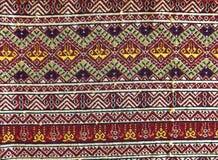 El tejer tradicional septentrional de Teenjok de los sarong en Tailandia Imagenes de archivo