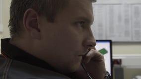 El teléfono dice al encargado de servicio 911 Centro de atención telefónica metrajes
