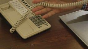 El teléfono en la habitación cierre almacen de metraje de vídeo