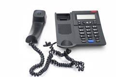 El teléfono y el receptor de la línea horizonte guardaron aparte en la tabla Imagenes de archivo