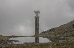 El teleférico abandonado constructivo en montañas en del macizo de Monte Rosa cerca de Punta Indren Área de Alagna Valsesia imagen de archivo