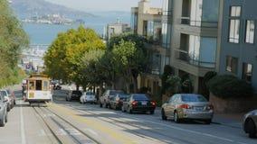 El teleférico de San Francisco entra en la visión con la isla de alcatraz