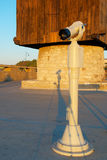 El telescopio sobre un molino en una entrada a Nessebar, Bulgaria Imágenes de archivo libres de regalías
