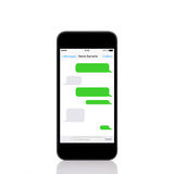 El teléfono móvil del tacto con SMS charla en una pantalla Fotografía de archivo