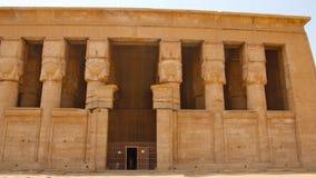 El templo antiguo hermoso del templo de Dendera o de Hathor Egipto, Dendera, templo egipcio antiguo cerca de la ciudad de Ken metrajes