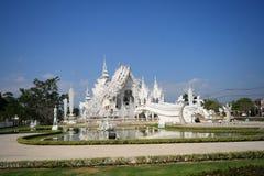 El templo blanco Wat Rong Khon Imágenes de archivo libres de regalías