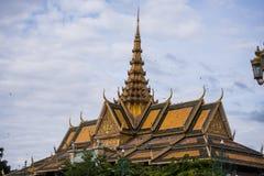 El templo budista asiático del estilo tailandés adornó el tejado Foto de archivo