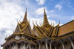 El templo budista asiático del estilo tailandés adornó el tejado Fotos de archivo