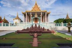 El templo budista asiático del estilo tailandés adornó el tejado Fotos de archivo libres de regalías