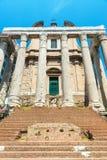 El templo de Antoninus y de Faustina en Roman Forum, Roma Fotos de archivo libres de regalías