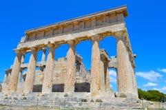 El templo de Aphaia en Aegina, Grecia el 19 de junio de 2017 Imagen de archivo libre de regalías