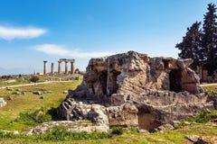 El templo de Apolo arruina Corinto Imágenes de archivo libres de regalías