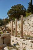 El templo de Apolo en Delphi, Grecia en un día de verano foto de archivo libre de regalías