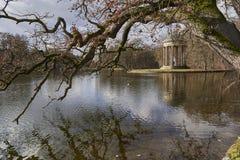 El templo de Apolo, parque del castillo de Nymphenburg, Munich Alemania foto de archivo
