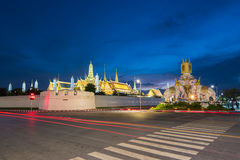 El templo de Emerald Buddha en Bangkok imagen de archivo