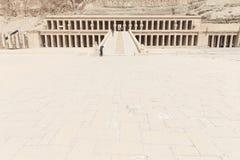 El templo de Hatshepsut cerca de Luxor imagenes de archivo
