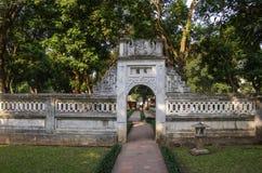 El templo de la literatura Van Mieu en Hanoi, Vietnam chino fotografía de archivo