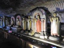 El templo de oro de Dambulla es sitio del patrimonio mundial y tiene un total de un total de 153 estatuas de Buda, tres estatuas  imagenes de archivo