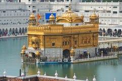 El templo de oro, situado en Amritsar, Punjab, la India imágenes de archivo libres de regalías