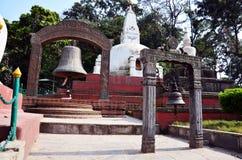 El templo de Swayambhunath o el templo del mono con la sabiduría observa foto de archivo