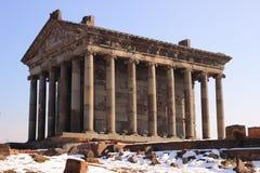 El templo a dios del sol Mihr (Mithra) cerca de Garni en invierno Fotos de archivo
