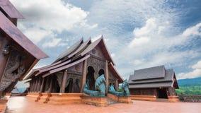 El templo fue construido con las tallas de la teca almacen de video